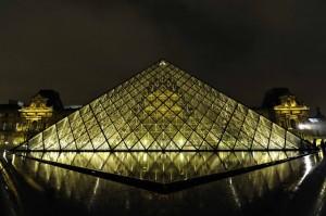 ゴールドのピラミッド20110101-blog001